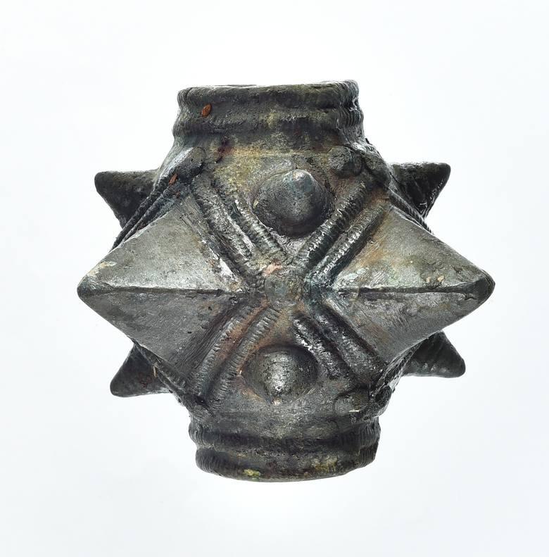 Mieszkaniec Zarszyna nad potokiem w lesie znalazł średniowieczną buławę gwiaździstą. Oddał cenny zabytek do muzeum