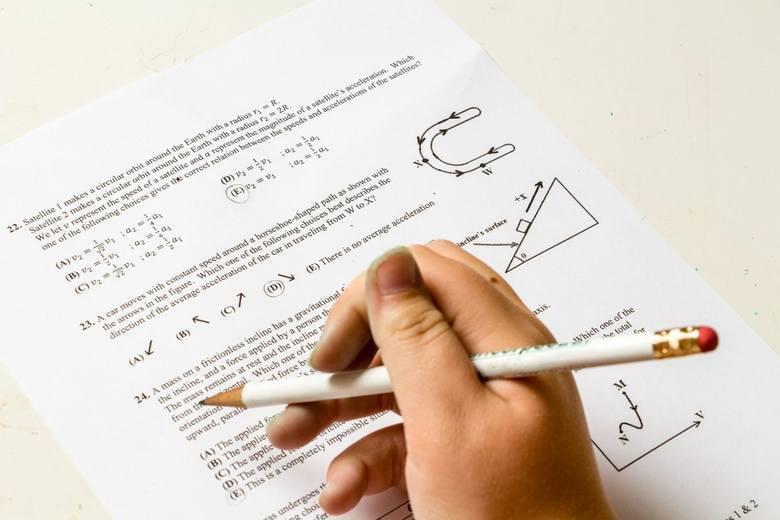 Poznaliśmy wyniki Egzamin Ósmoklasisty 2020. W powiecie przysuskim wypadł on słabo. Średnia z trzech przedmiotów to 45.67 procent przy średniej województwa