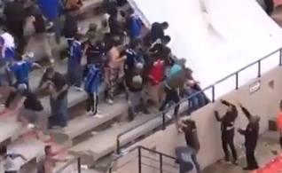 Zadyma na trybunach podczas meczu meksykańskiej ekstraklasy. Tłukli się pałkami, krzesełkami i koszami na śmieci. W ruch poszły kamienie