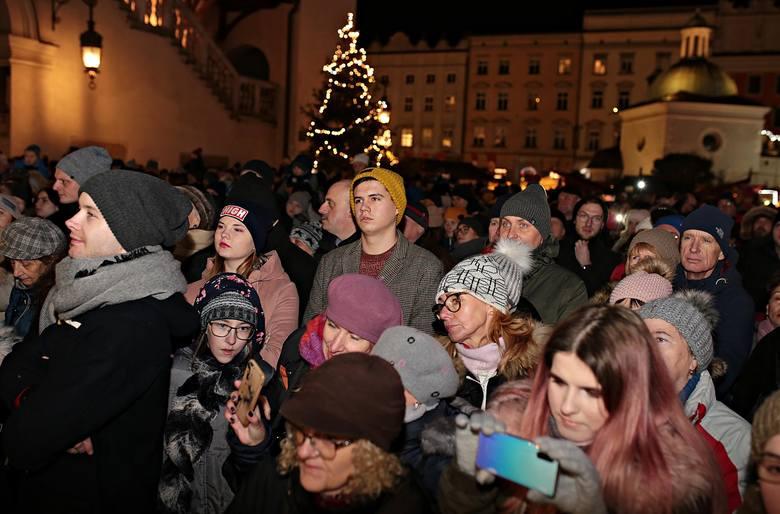 Kraków. Uroczyste włączenie iluminacji na bożonarodzeniowej choince na Rynku Głównym [ZDJĘCIA]