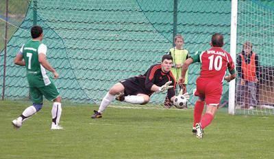 Bramkarz Jakub Hładowczak był w meczu z Wolanią w bardzo dobrej formie Fot. Jarosław Matyasik