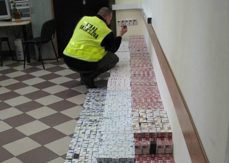 Kierowca forda przewoził na tylnym siedzeniu 90 tys. sztuk papierosów.