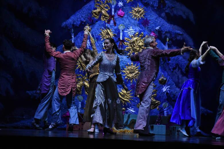 Do Opola zawitała najsłynniejsza rosyjska grupa baletowa Moscow City Ballet. Na wtorkowym występie w opolskiej Stegu Arenie nie zabrakło tancerzy w kolorowych