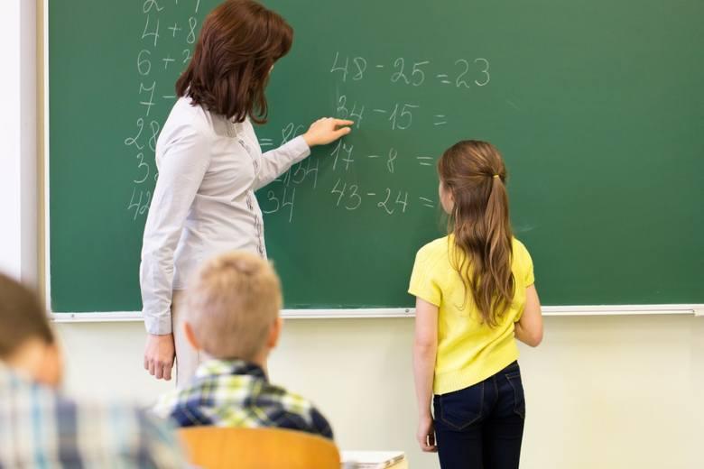 Pensje nauczycieli w 2021 r. ZNP chce wzrostu wynagrodzeń o 10 proc. Czy podwyżka w tym roku jest możliwa?