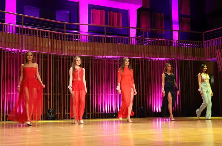 Miss Ziemi Radomskiej 2019. Finalistki w sukniach wieczorowych [ZDJĘCIA]