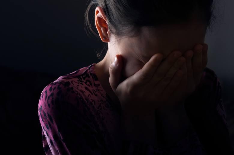 WOJEWÓDZTWO POMORSKIE:DębnicaKsiądz proboszcz P.T. skazany został w 2009 na 3,5 roku więzienia za molestowanie chłopca i nakłanianie go do samobójstwa.Starogard