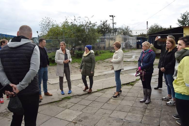 Dziś słupscy koszykarze odwiedzili słupskie schronisko, gdzie razem z Panią prezydent Słupska podziwiali słupskie pupile. Oczywiście to nie koniec pomocy