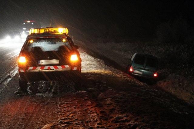 Fatalne warunki na drodze. Zderzyły się trzy auta (zdjęcia)