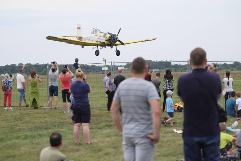 W sobotę, 10 sierpnia, zakończyły się Mistrzostwa Akrobacji Samolotowej. Tego dnia zorganizowano specjalny pokaz lotniczy na toruńskim lotnisku. Zobaczcie