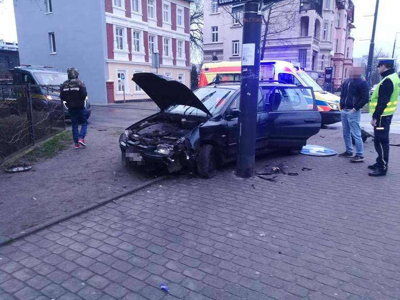 We wtorkowy poranek w centrum Bydgoszczy doszło do wypadku z udziałem dwóch samochodów osobowych.