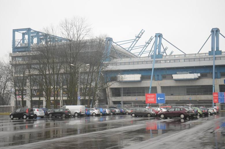Stadion Wisły Kraków. To jedna z najdroższych inwestycji w Krakowie. Jego całkowita budowa pochłonęła około 600 mln zł. Do tego stadion, mówiąc kolokwialnie,