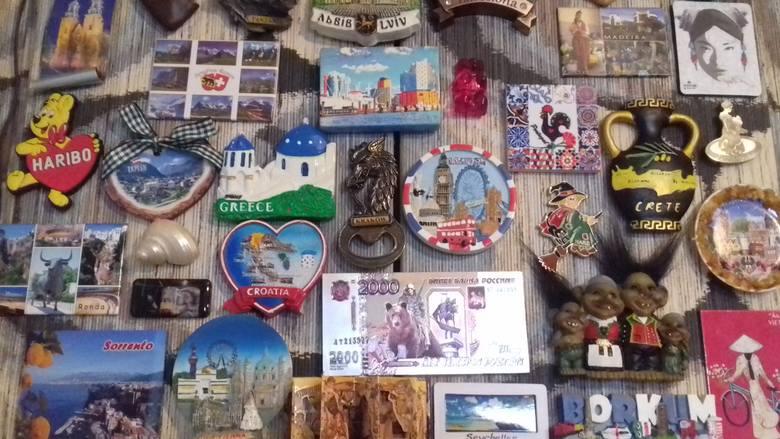 W kolekcji pani Oli są magnesy z różnych stron świata
