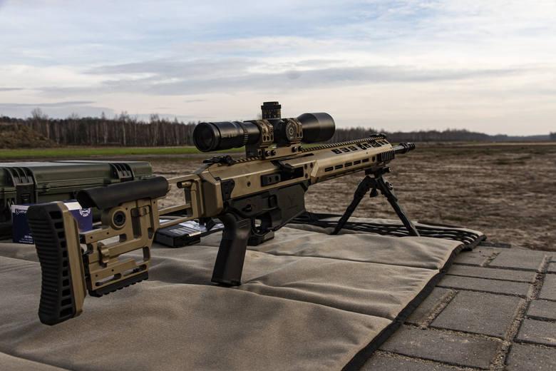 Karabin skonstruowany w Fabryce Broni przystosowany jest do natowskiej amunicji 7,62 milimetrów na 51 milimetrów. Broń powstała na podstawie modułowego
