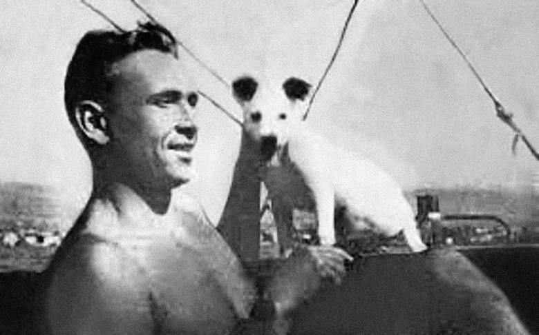 Jerzy Iwanow-Szajnowicz jeszcze przed wojną, podczas rekreacyjnego rejsu żeglarskiego