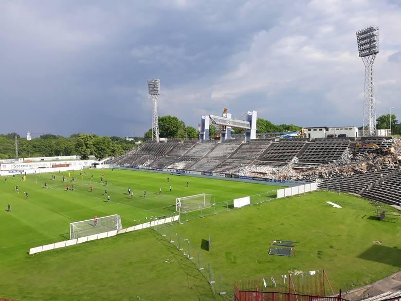 Pierwszy zespół Pogoni Szczecin od poniedziałku ma wolne. Ale to nie znaczy, że na Twardowskiego nie ma już treningów sportowych. Wciąż z kompleksu korzystają