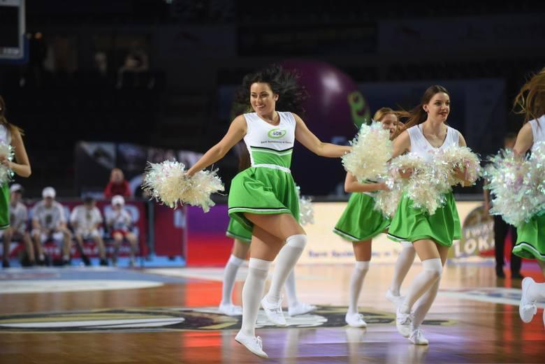 A toruńscy koszykarze, ze wsparciem czirliderek, są już w półfinale