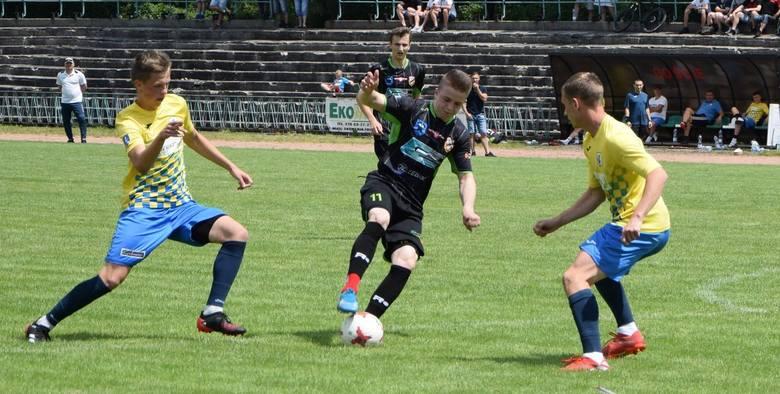 W ciekawym meczu kontrolnym Star Starachowice zremisował ze Spartakusem Daleszyce 1:1 (1:0). Bramki: Emil Gołyski - Wiktor Brożyna.Spartakus: Dudka -