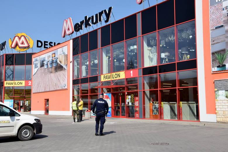 Policja przy marketach budowlanych w Świętokrzyskiem. Czy można robić zakupy podczas epidemii koronawirusa? (WIDEO)