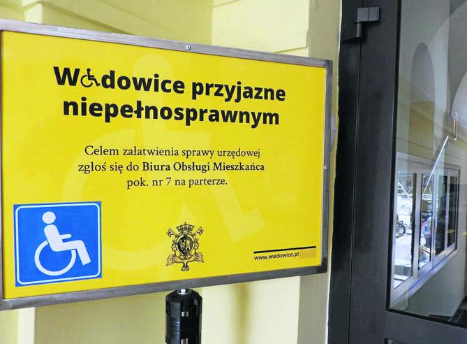 Janina Wilkosz z Oświęcimia przekonuje, że jej nogami jest mąż Roman, który pokonuje schody
