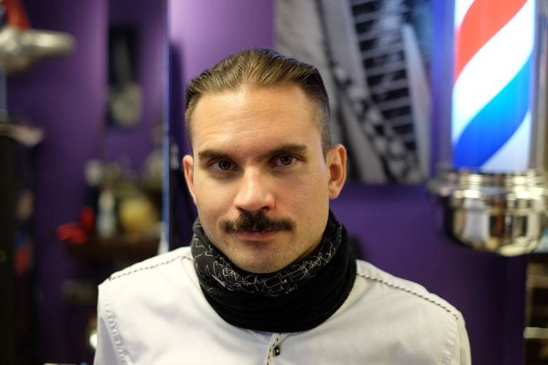 """Akcja """"Movember"""" gości w salonie na osiedlu Orła Białego, a w weekend mężczyźni będa mogli porozmawić o badaniach jąder i prostaty"""