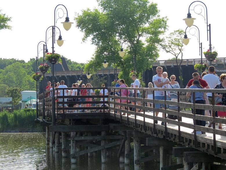 W niedzielę, 6 czerwca 2021 r., w inowrocławskim Parku Solankowym widzieliśmy tłumy spacerowiczów