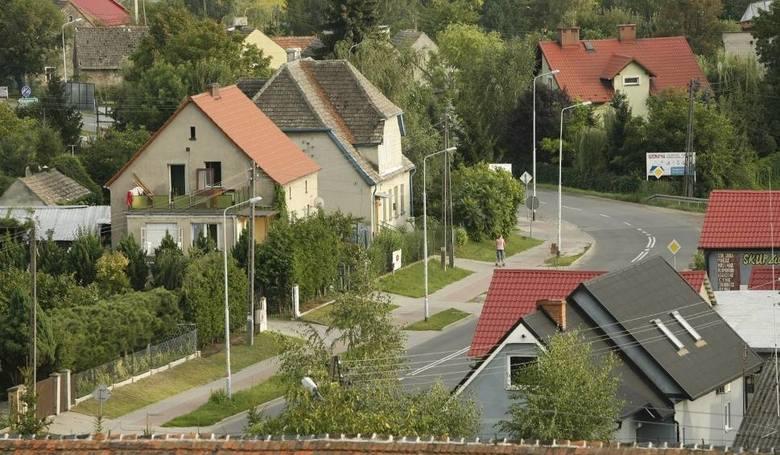 Które gminy wiejskiej lub obszary wiejskie gmin miejsko-wiejskich są najpopularniejszą lokalizacją przeprowadzek mieszkańców miast? Sprawdziliśmy. Oto