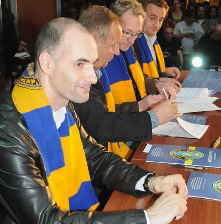 Tomasz Gollob podpisał kontrakt