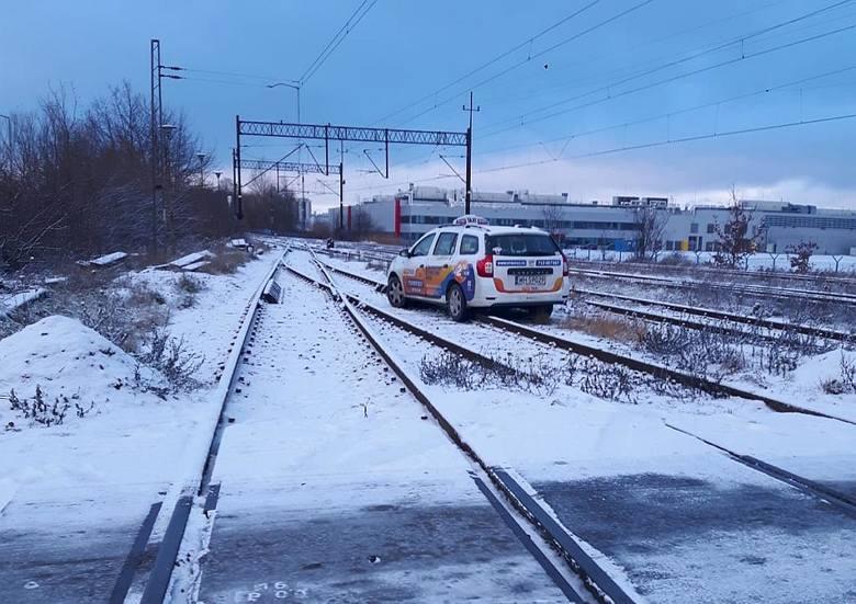Atak zimy we Wrocławiu. Miasto stanęło w korku (ZDJĘCIA)