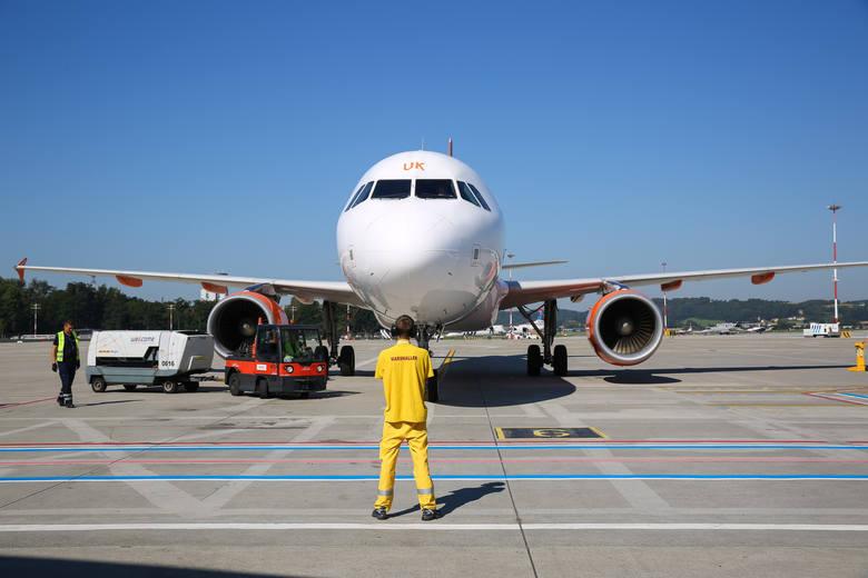 Kraków. Przez pandemię lotnisko w Balicach obsłużyło w kwietniu… 52 osoby. Kiedy ruch pasażerski zostanie wznowiony? Jak będzie wyglądał?