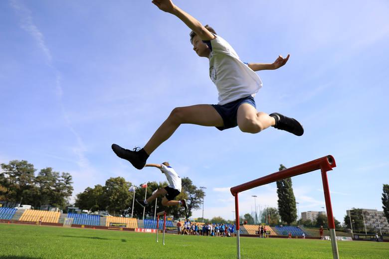 Na Stadionie Miejskim odbyła się inauguracja sportowego roku szkolnego. Uczniowie rywalizowali m.in. w sztafetach i skoku w dal.
