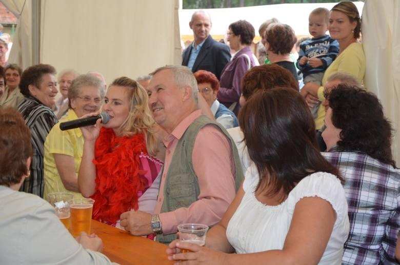 Rady sołeckie Pluder i Pietraszowa (gm. Dobrodzień) zorganizowały święto plonów. Impreza na boisku sportowym w Pludrach trwała dwa dni.Zdjęcie z imprezy
