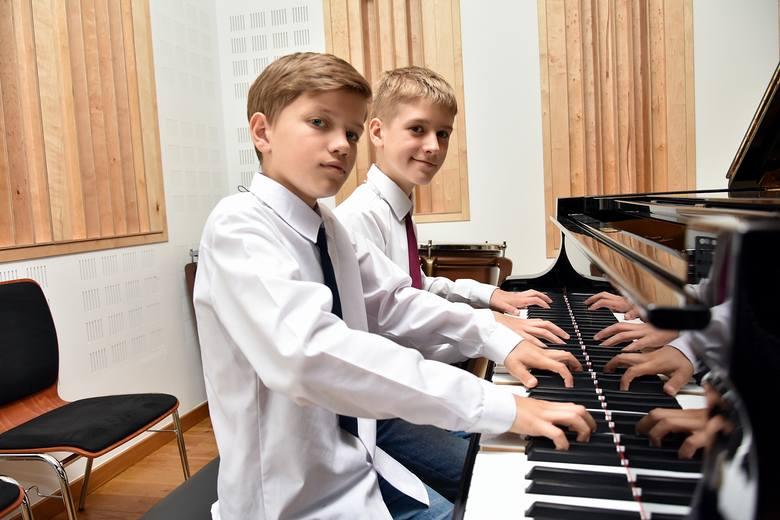 Miłosz i Lubomir mają zaledwie po 12 lat, a już wygrywają ogólnopolskie konkursy pianistyczne. Przed nimi kariera! [ZDJECIA]