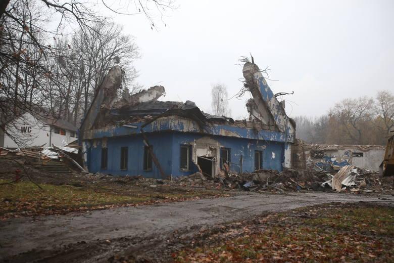 """Stan aktualny. Kosmiczne pawilony zniknęły z powierzchni ziemi. Zaniedbane obiekty były zamknięte i groziły zawaleniem. Nie udało się ich uratować <br /> <br /> <iframe src=""""//get.x-link.pl/71aeb46c-8d0f-fa4e-40e3-33c6437c5521,7bcd38d3-5f53-7a27-8538-1fcc68dd341e,embed.html"""" width=""""640""""..."""