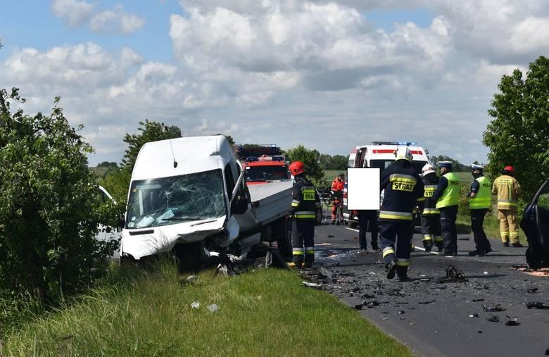 Śmiertelny wypadek pod Pleszewem wydarzył się we wtorek, 2 czerwca tuż po godzinie 10. Na drodze powiatowej między Broniszewicami a Choczem zderzyły