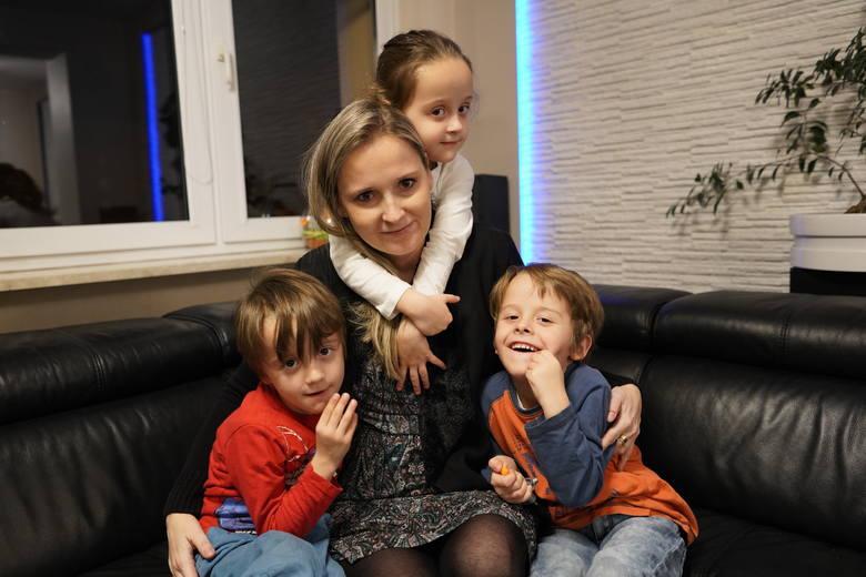 Anita jest mamą trojaczków: Klaudii, Alana i Borysa. To właśnie oni dają jej siłę do dalszej walki i nadzieję na kolejne dni. Jak sama mówi, przy nich nie ma czasu, by myśleć o swojej chorobie.