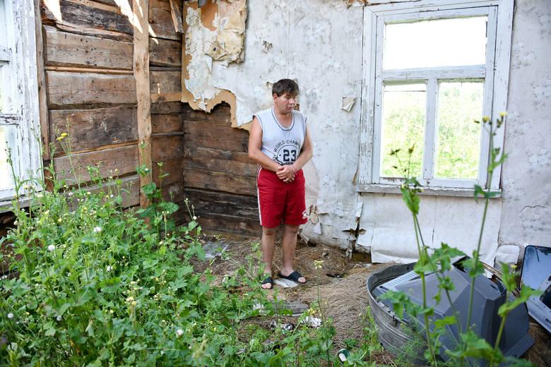 Aneta Snarska chce poprawić warunki, w jakich żyje Mariusz Walesiuk. Teraz żeby się umyć, mężczyzna musi nabrać wody ze studni i nagrzać ją na piecu.