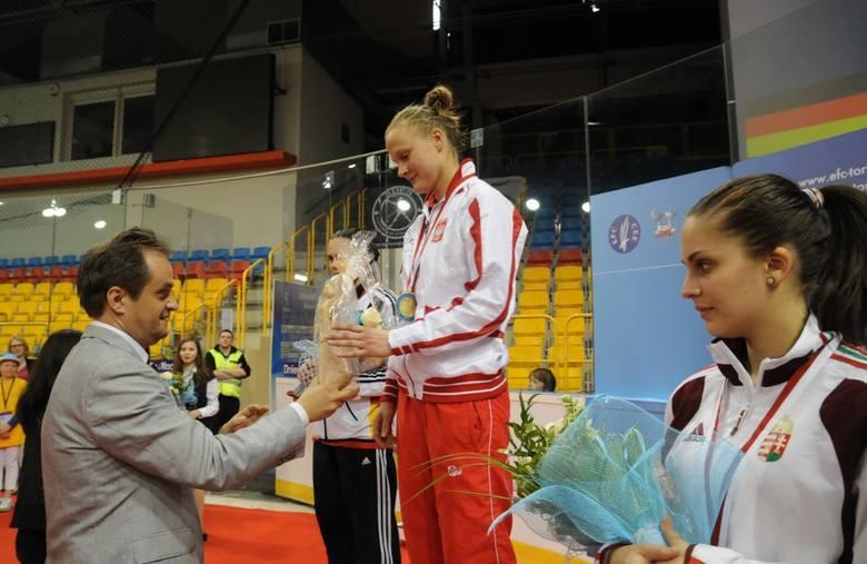 W 2013 roku mistrzostwa Europy gratulował Marcie Łyczbińskiej  m.in. prezes Budowlanych Jarosław Hausman.