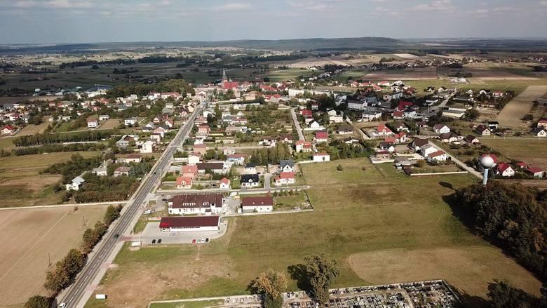 Podniebna gmina Łopuszno [WIDEO, ZDJĘCIA Z LOTU PTAKA]