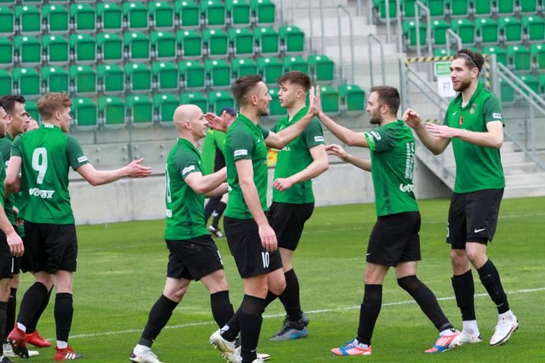 W meczu 33. kolejki rozgrywek grupy czwartej piłkarskiej trzeciej ligi Stal Stalowa Wola pokonała Siarkę Tarnobrzeg 4:0. Sprawdź, jak oceniliśmy zielono-czarnych