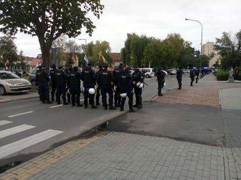 Polsko-niemiecki marsz równości idzie ulicami Słubic i Frankfurtu