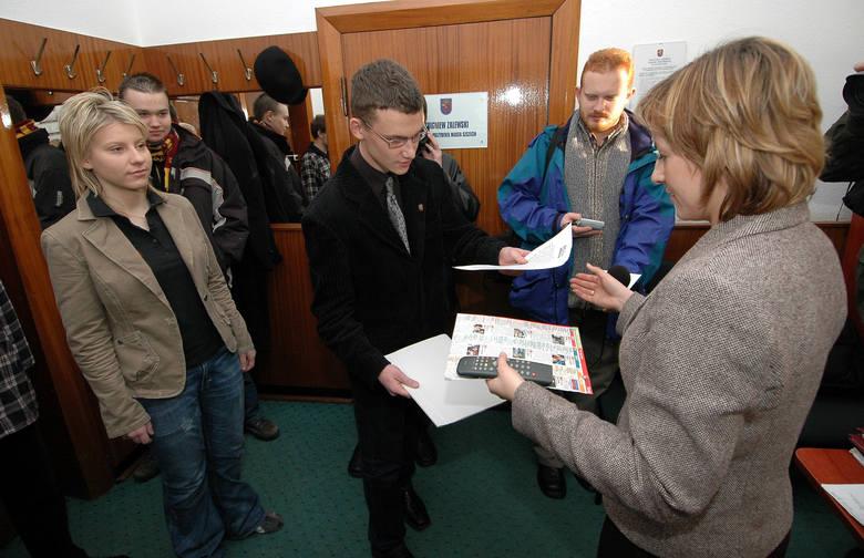 Wiceprezydent Dlouchny nie miał w poniedziałek czasu na spotkanie z młodzieżą. Pilot do telewizora i program telewizyjny członkowie Forum Młodych PiS