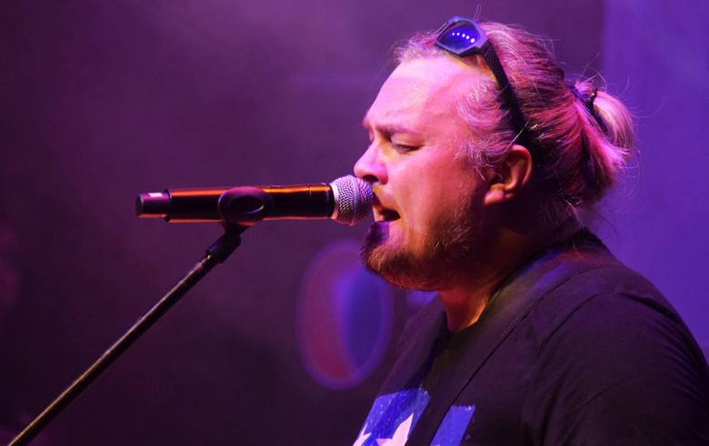 Drugi dzień Galicji Blues Festival upłynął pod znakiem muzyki z pogranicza USA i Meksyku. Nie zabrakło energicznego, współczesnego blues-rocka i wirtuozerskich