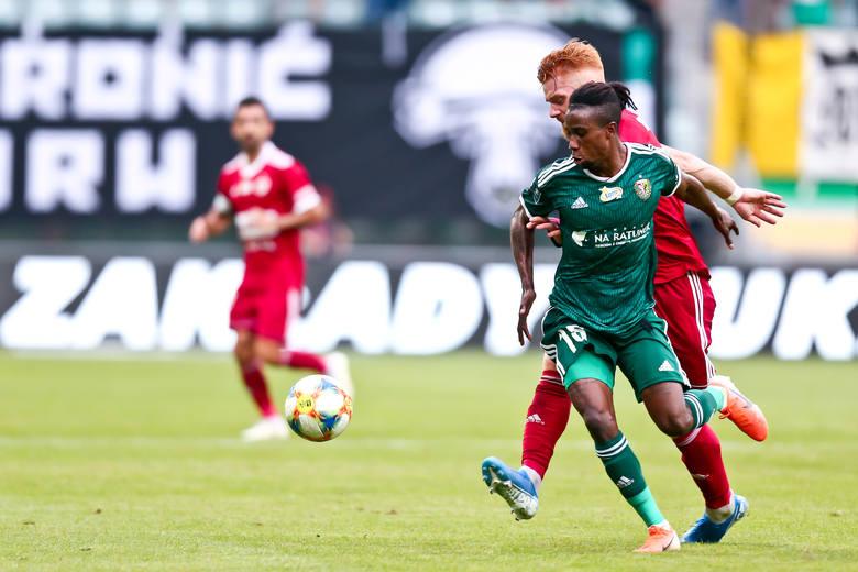 Ten transfer odbił się całkiem szerokim echem w ekstraklasie. Reprezentant Zambii przyszedł co prawda z ligi ormiańskiej, z klubu Gandzasar Kapan, lecz