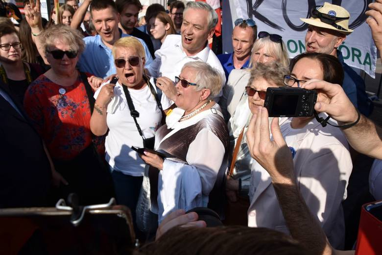 25 czerwca 2020 r. Robert Biedroń - kandydat Lewicy na prezydenta RP – został entuzjastycznie przyjęty w Zielonej Górze przez sympatyków