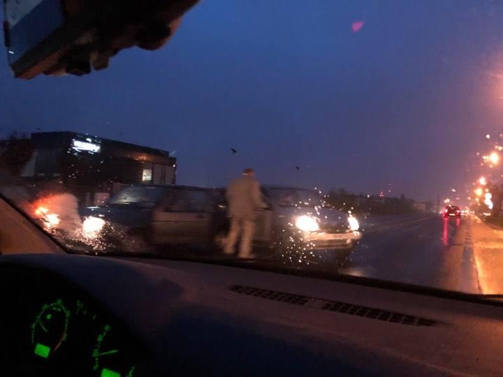 Tuż za Poznaniem, na wysokości restauracji 3 Kolory zderzyły się trzy samochody osobowe. W stronę Obornik tworzą się od Poznania bardzo duże korki.