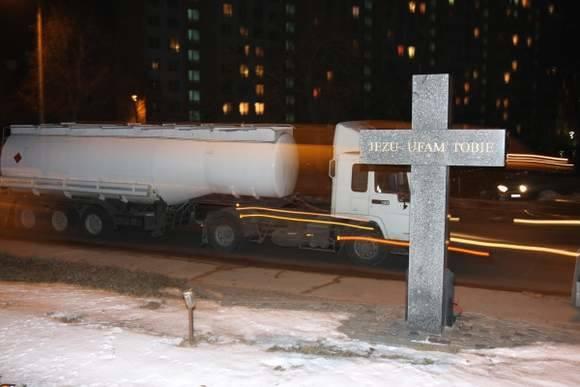 Pamiątkowy krzyż przy ulicy Poleskiej w Białymstoku