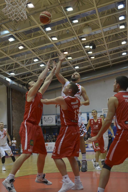 STK Czarni wygrali kolejne spotkanie. Tym razem okazali się lepsi od Polonii Leszno, z którą wygrali 90:84. Słupszczanie od początku narzucili swój styl
