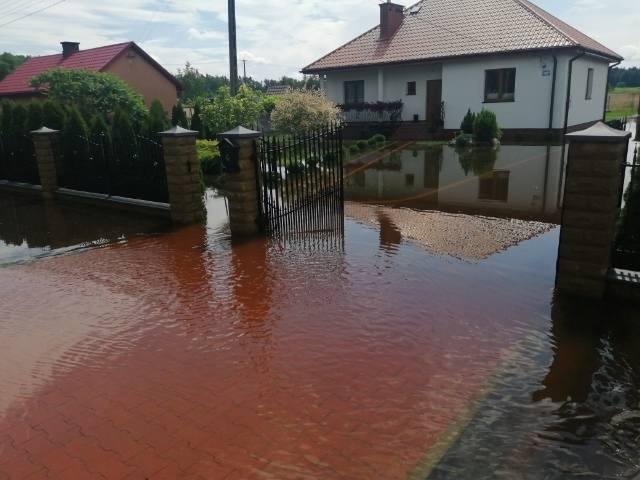 Wielka woda w powiecie białobrzeskim! Podtopione domy w Suchej i gminie Stromiec, zalane gospodarstwa w gminie Wyśmierzyce