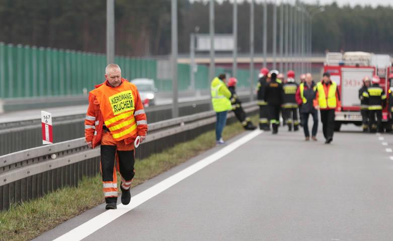 Do tragicznego wypadku doszło we wtorek 29 marca na S3 na odcinku Sulechów - Świebodzin. W tył ciężarówki uderzył rozpędzony bus ford. Na miejscu zginęło