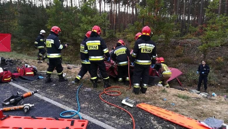 4 osoby zginęły w zderzeniu samochodów na DK 91. Do śmiertelnego wypadku doszło na DK nr 91 około 4 km za Radomskiem w kierunku Częstochowy.CZYTAJ DALEJ
